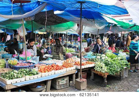 Vang Vieng, Laos - Feb 1 : Local People In The Market Of Vang Vieng, Laos On February 1, 2014.