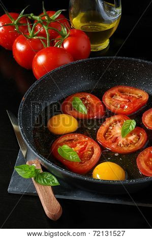 Tasty Breakfast : Fried Eggs With Tomatoes, Cooking