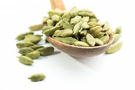 picture of cardamom  - Lots of cardamom pods on wooden spoon - JPG