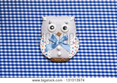 A cute vichy background with a handmade honey-cake owl  for a baby shower party, a birthday party or other events.