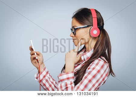 Beautiful woman enjoy the music via smart phone