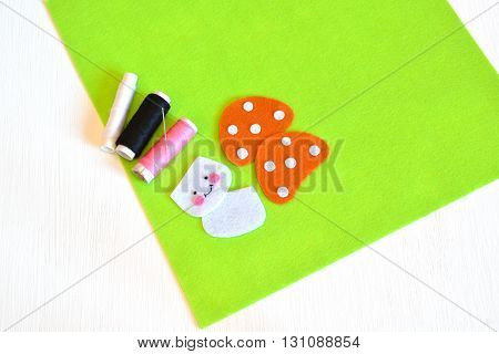 Felt sheets, felt details, thread, needle - sewing set for the felt mushroom. Tutorial