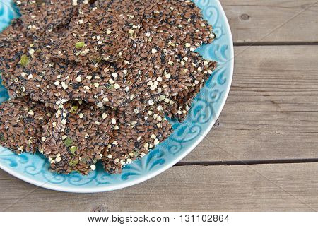 Crackers from linseeds, seaweed and green onion