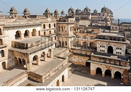 Balconies and courtyard inside ancient structure of Jahangir Mahal. Fortress built in built in indo-islamic style in 17th century Orchha India