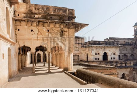 Arches and corridors inside ancient structure of Jahangir Mahal. Fortress built in built in indo-islamic style in 17th century Orchha India