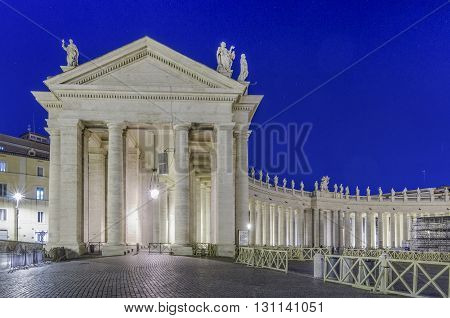 Italy, Rome, Piazza San Pietro - Colonnade of the Oval Square shooted in the night