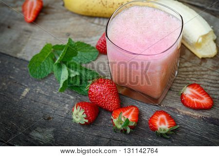 Strawberry- banana smoothie in glass (healthy drink, beverage)