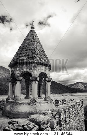 This is a photo of the Ananuri Fortress monochrome