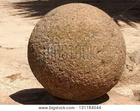 The stone spheres applied to decoration of buildings and front staircases in ancient Rome