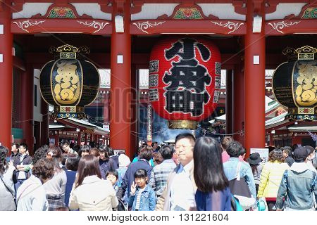 TOKYO-MARCH 29 : The giant red lantern in the Senso-ji Temple in Asakusa, Tokyo on 29 March 2016.The Senso-ji Temple in Asakusa is the most famous temple in tokyo.