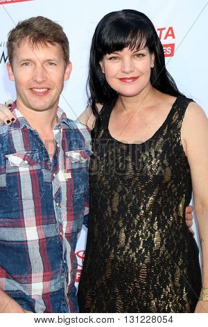 LOS ANGELES - MAY 21:  James Blunt, Pauley Perrette at the An Evening With Women 2016 at Hollywood Palladium on May 21, 2016 in Los Angeles, CA