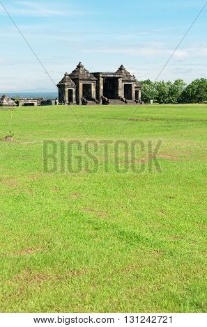 the main gate of ratu boko palace complex