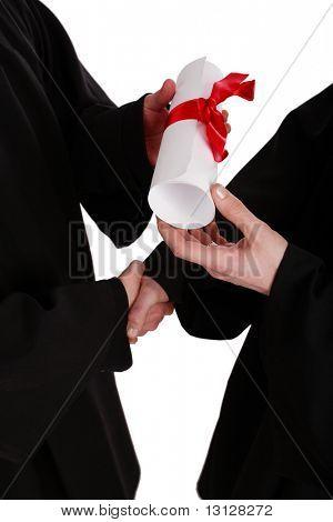 Ein Händedruck, Präsentation mit Diplom. Graduierung. Bildung-Hintergrund.