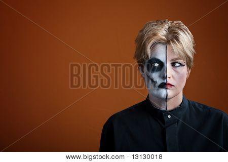 Mujer espeluznante