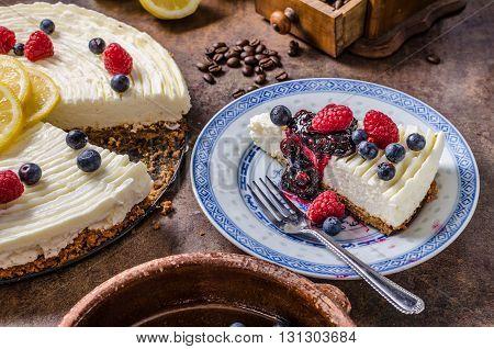 Lemon Cheesecake With Berries