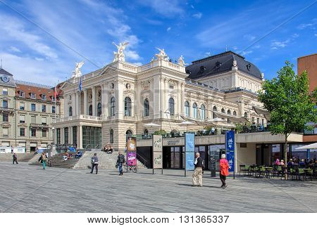 Zurich, Switzerland - 25 May, 2016 - Zurich Opera House building and people on Sechselautenplatz square. Zurich Opera House (German: Opernhaus Zurich) has been the home of the Zurich Opera since 1891. It also houses the Bernhard-Theater Zurich.