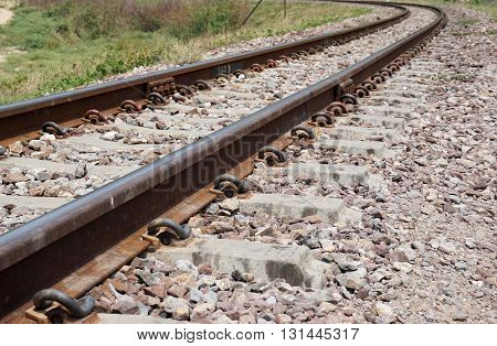 endless of railway that curve at the end