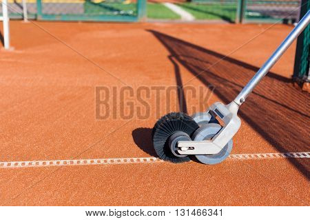 Line Master Brush. Cleans the clay court. Tennis. Championship