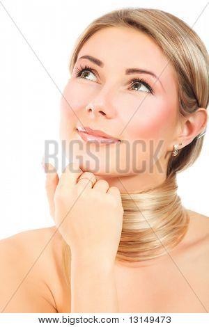 mujer joven y su peinado hermoso