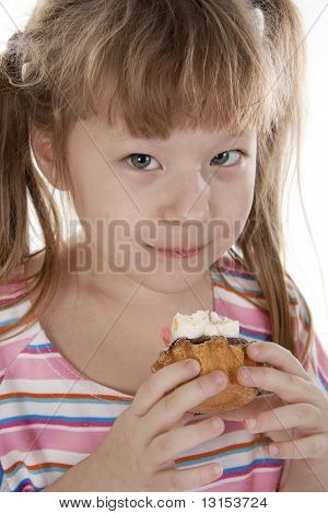 Small girl is eating cake