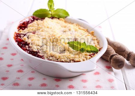 Berry crumble topping cake in a tin