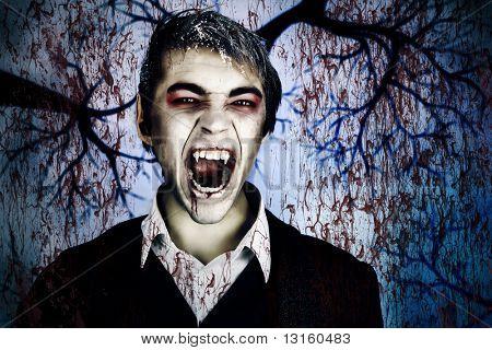 Porträt eines jungen Mannes mit Vampir Stil Make-up gut aussehend. In einem Studio gedreht.