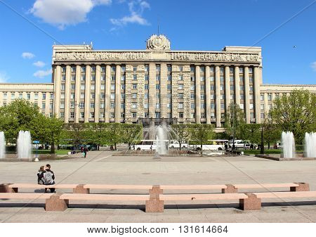 SAINT-PETERSBURG, RUSSIA - MAY 2016. Monument to Lenin on the background of the House of Soviets at Moscow Square in summer sunny evening