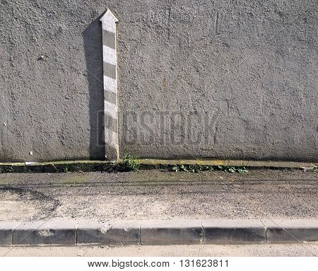 Built in upwards arrow on concrete wall