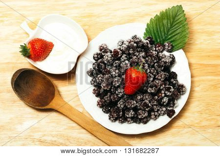 Strawberry With Cottage Cheese And Blackberry
