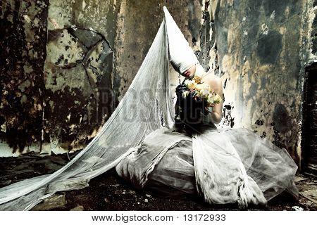 Toma de una chica de Crepúsculo en vestido blanco. Halloween, horror.