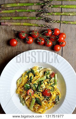 Color pasta / Italy pasta with cherry tomatoes , asparagus and creamy souce. / Kolorowy makaron