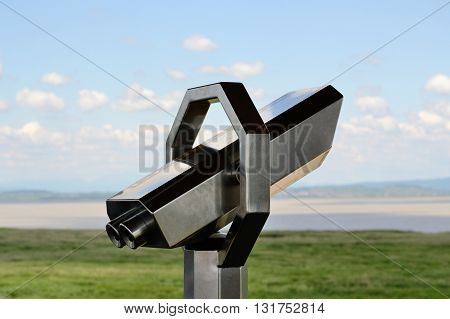 Overview on a lookout - with or without binoculars