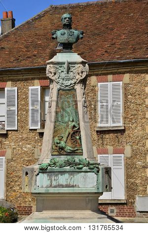Marines France - august 10 2015 : the statue of admiral Peyron