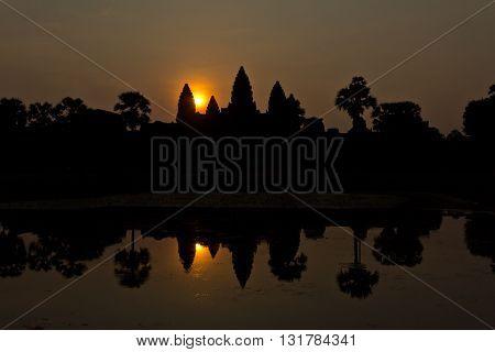 Angkor Wat backlit by the sun at dawn