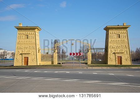 SAINT PETERSBURG, RUSSIA - APRIL 17, 2016: Egyptian gate, sunny april day. Tsarskoye Selo, Historical landmark of the city  Saint Petersburg