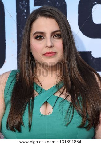 LOS ANGELES - MAY 16:  Beanie Feldstein arrives to the