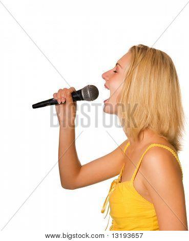 Hermosa joven cantando una canción