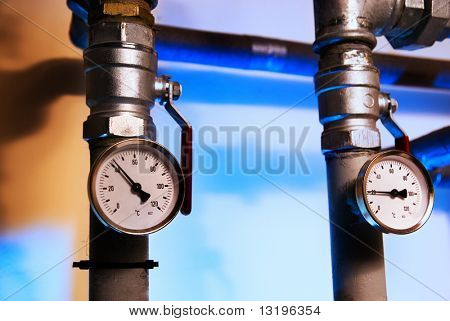 Metal pipes with indicators