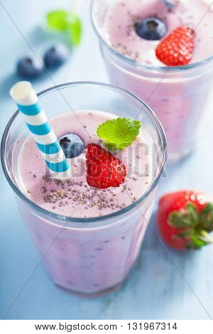 healthy strawberry blueberry smoothie with chia seed
