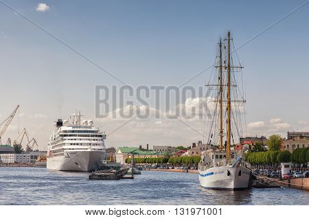 ST. PETERSBURG, RUSSIA -MAY 23, 2016: Cruise ship and old wooden sailing ship at the embankment of the Neva