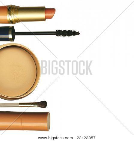 Make-up: Lippenstift, Puder und Mascara, isolated on white