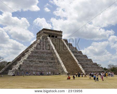 Ancient Mayan Piramide At Chichen Itza - The Steps