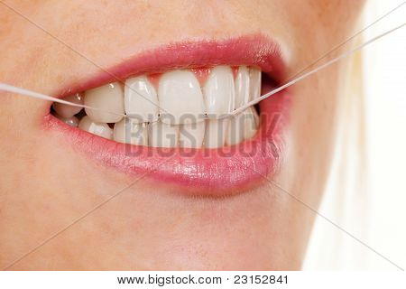 Woman uses dental floss
