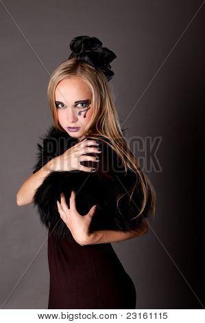 Hübsches Mädchen Make-up als eine Hexe