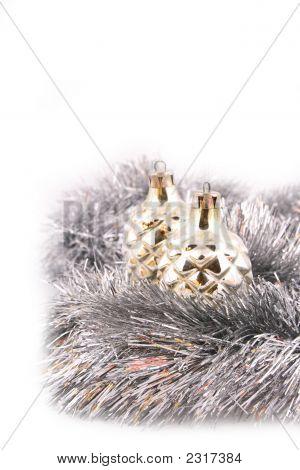 Bola de Navidad sobre un fondo blanco