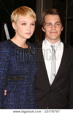 LOS ANGELES - MAR 25: Carey Mulligan & Johnny Simmons at the premiere of