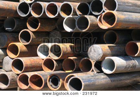 Abstrato arranjo de tubos de aço corroídos