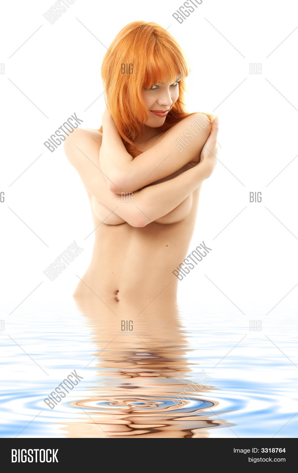 Рыжие девушки прикрывают грудью фото 6 фотография
