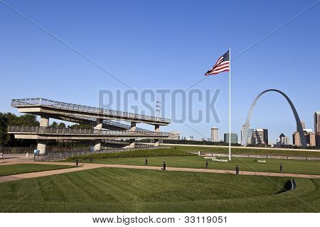 St. Louis Skyline & Mississippi River Lookout
