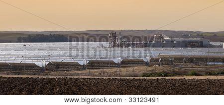 central eléctrica de energía solar parabólica